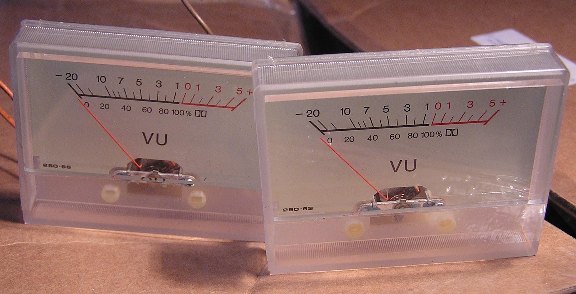 VU (volume) gauge, L/R, white